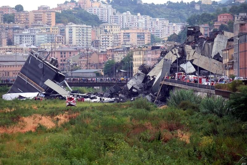 Thảm họa sập cầu cao tốc ở Ý khiến ít nhất 35 người thiệt mạng - ảnh 1