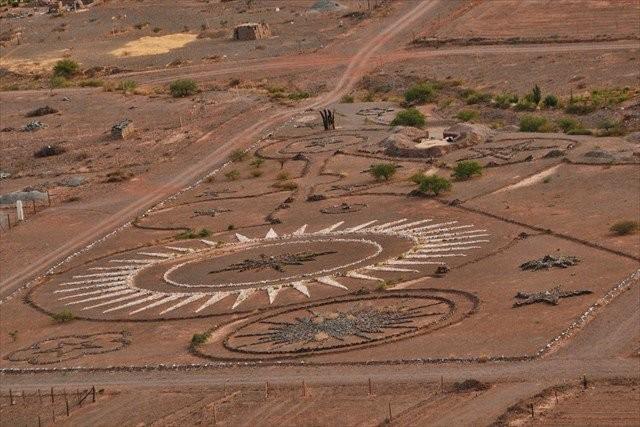 Theo lệnh người ngoài hành tinh xây bãi đáp UFO - ảnh 1