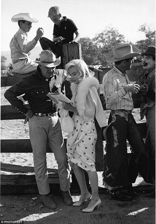 Tiết lộ về cảnh nude đầu tiên của huyền thoại Marilyn Monroe - ảnh 1