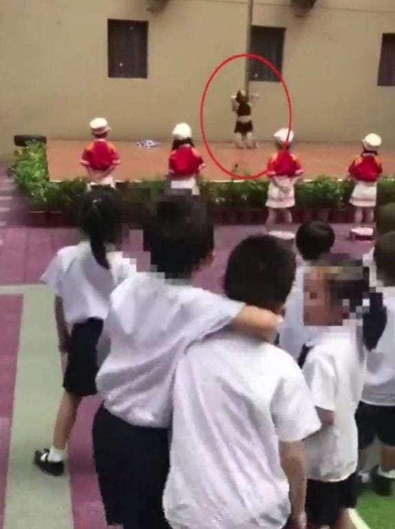 Sa thải hiệu trưởng trường mầm non cho múa cột mừng khai giảng - ảnh 1