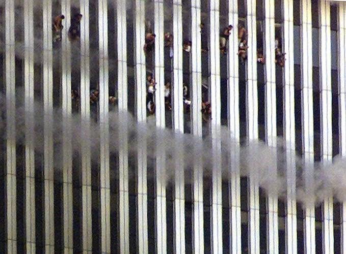 Những hình ảnh ám ảnh mãi về ngày 11-9 - ảnh 7