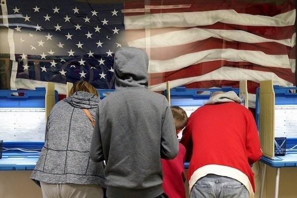 Những hình ảnh đầu tiên về bầu cử giữa nhiệm kỳ ở Mỹ - ảnh 6