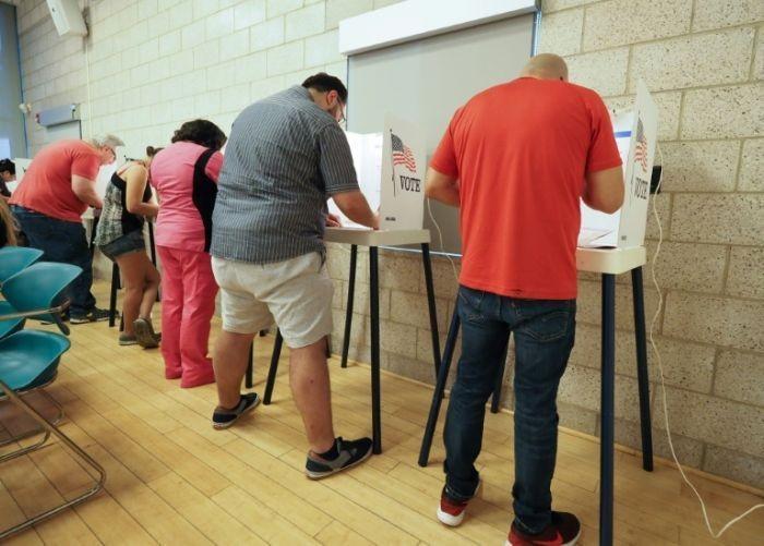 Những hình ảnh đầu tiên về bầu cử giữa nhiệm kỳ ở Mỹ - ảnh 7
