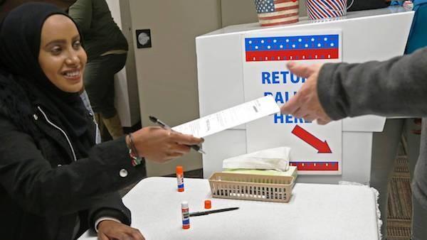 Những hình ảnh đầu tiên về bầu cử giữa nhiệm kỳ ở Mỹ - ảnh 8
