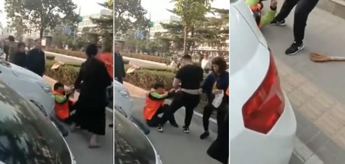 Ngăn trẻ 'vệ sinh' ở công viên, nữ lao công bị đánh nhập viện - ảnh 1