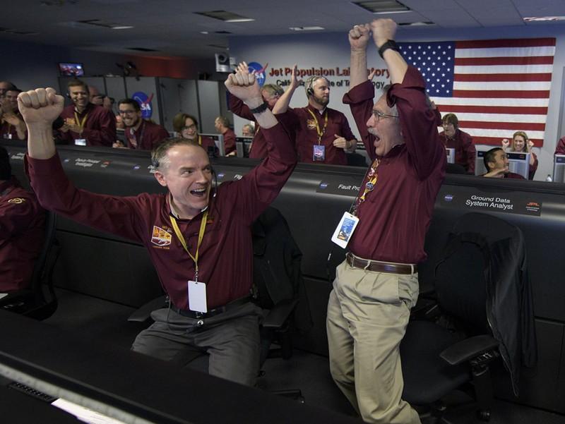 Tàu vũ trụ NASA hạ cánh thành công xuống sao Hỏa - ảnh 1