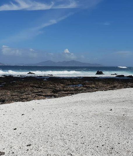 Kỳ lạ bãi biển chứa đầy bỏng ngô - ảnh 2