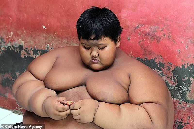 Cậu bé nặng nhất thế giới muốn trở thành cầu thủ bóng đá - ảnh 2