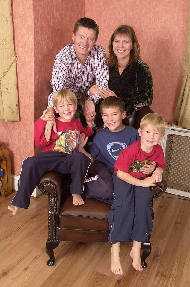 Nuôi 3 người con hơn 20 năm mới biết mình bị vô sinh - ảnh 1