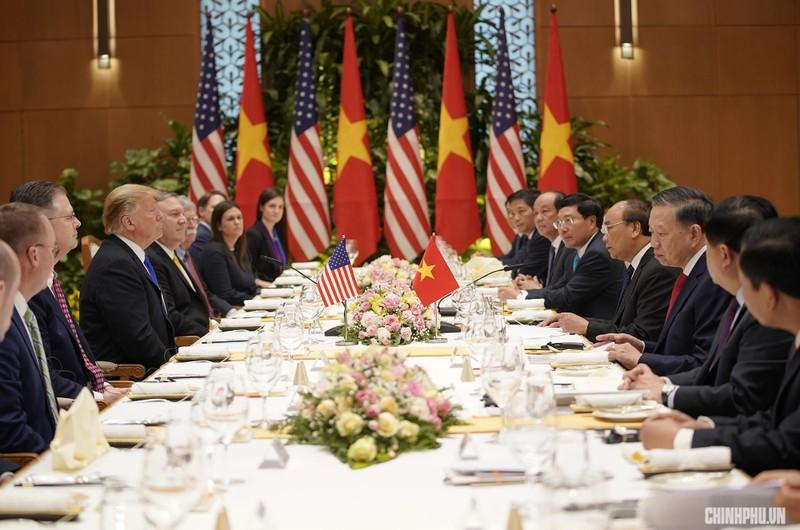 Thủ tướng Nguyễn Xuân Phúc đón Tổng thống Mỹ Donald Trump - ảnh 11