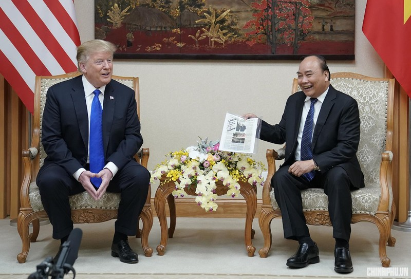 Thủ tướng Nguyễn Xuân Phúc đón Tổng thống Mỹ Donald Trump - ảnh 9