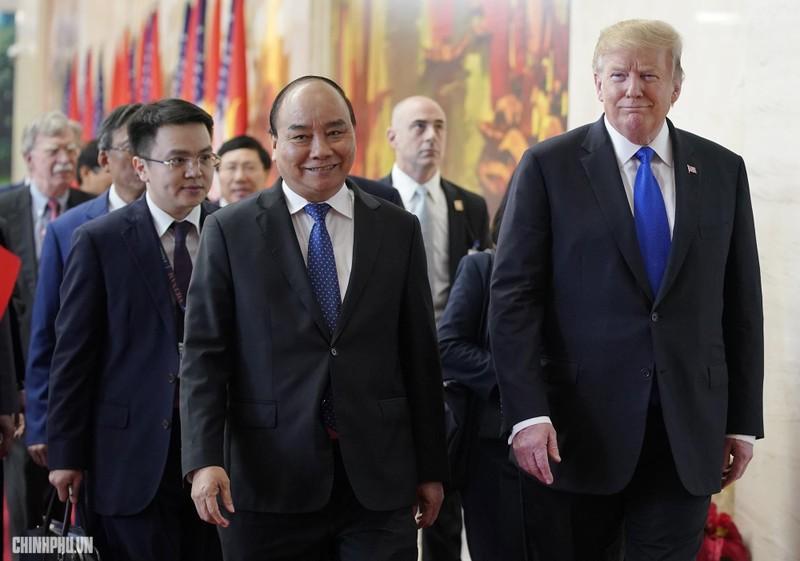 Thủ tướng Nguyễn Xuân Phúc đón Tổng thống Mỹ Donald Trump - ảnh 3