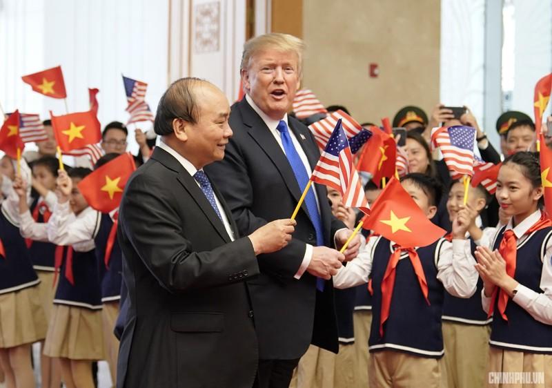 Thủ tướng Nguyễn Xuân Phúc đón Tổng thống Mỹ Donald Trump - ảnh 4