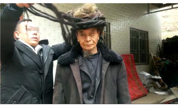 Choáng với cụ ông 54 năm chưa chịu cắt tóc - ảnh 2