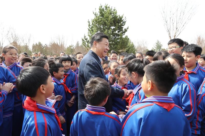 Ông Tập Cận Bình cùng trồng cây với học sinh Trung Quốc - ảnh 5