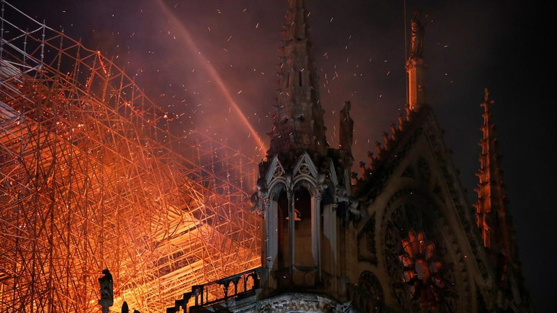 Công bố nguyên nhân ban đầu vụ cháy Nhà thờ Đức Bà Paris - ảnh 1