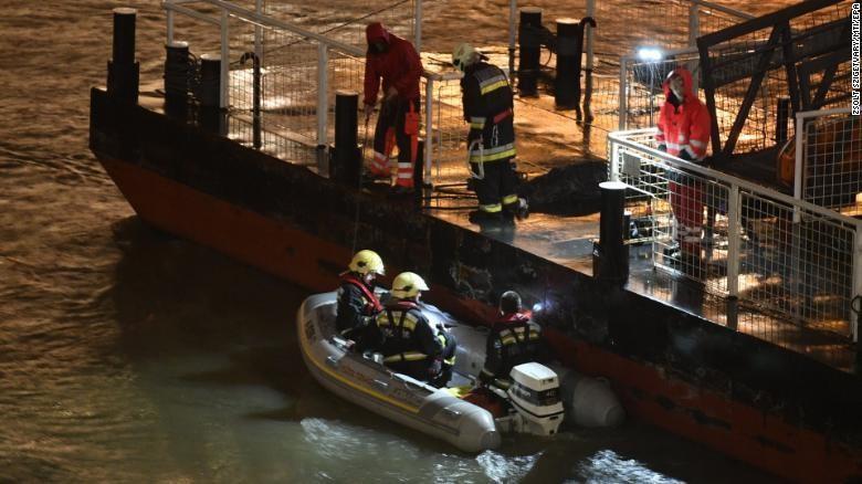 Chìm tàu du lịch, 7 người chết, 20 người mất tích - ảnh 1