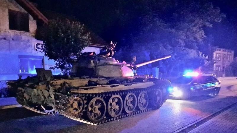 Xe tăng Nga bất ngờ xuất hiện ở đường phố Ba Lan - ảnh 1