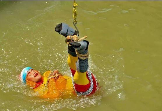 Biểu diễn bất thành, ảo thuật gia Ấn Độ bỏ mạng dưới sông Hằng - ảnh 1