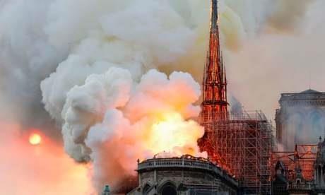 Công bố 2 giả thuyết gây cháy nhà thờ Đức Bà Pháp - ảnh 1