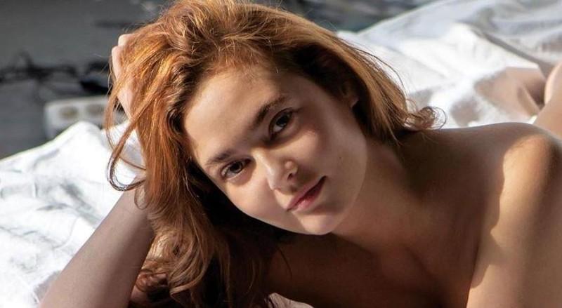 Nữ công chức Nga bị sa thải vì chụp ảnh gợi cảm - ảnh 1