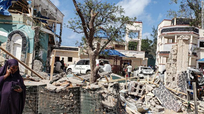 Tấn công khủng bố ở Somalia, 82 người thương vong - ảnh 2