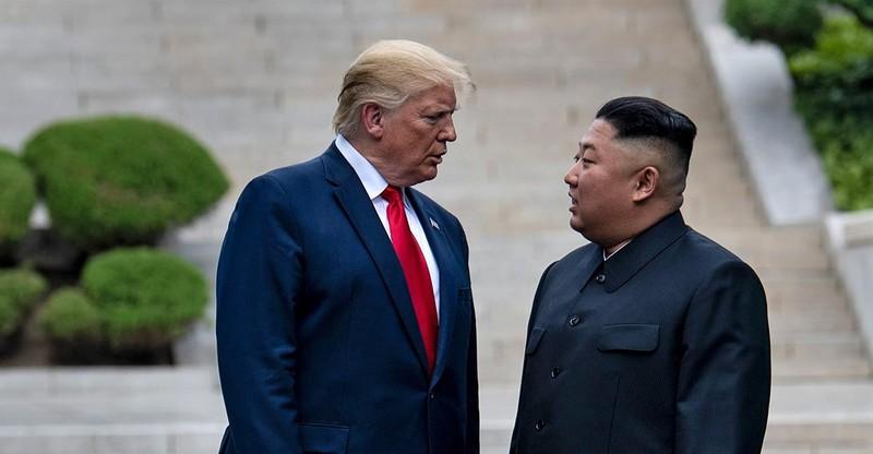 Ông Trump bất ngờ gửi quà tặng ông Kim - ảnh 1