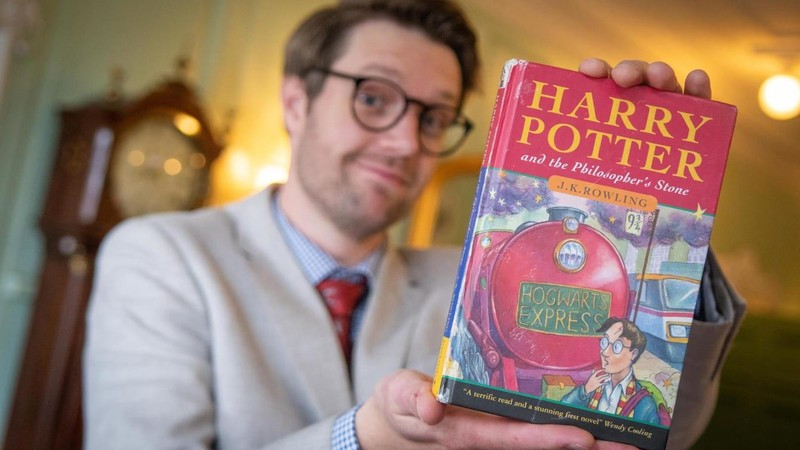 Cuốn Harry Potter cũ mèm có giá gần 800 triệu đồng - ảnh 1