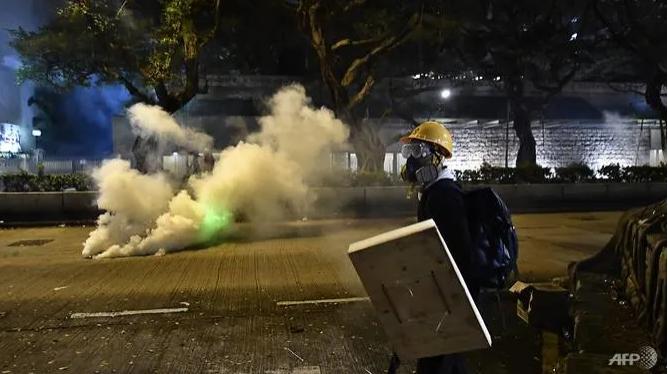 Biểu tình Hong Kong căng thẳng, kêu gọi đình công  - ảnh 2