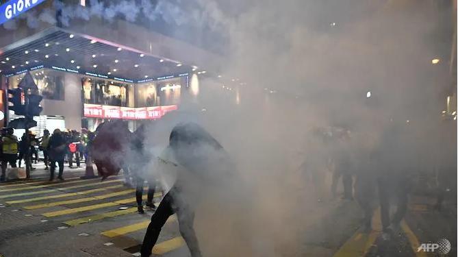 Biểu tình Hong Kong căng thẳng, kêu gọi đình công  - ảnh 1