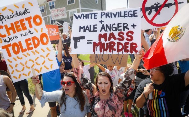 Người dân biểu tình khi ông Trump thăm thành phố bị xả súng - ảnh 1