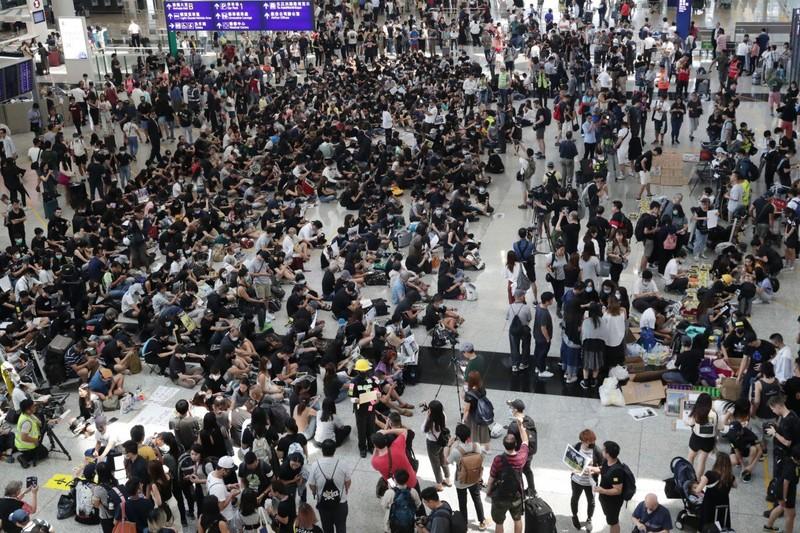 Lượng khách đến Hong Kong giảm kỷ lục - ảnh 1