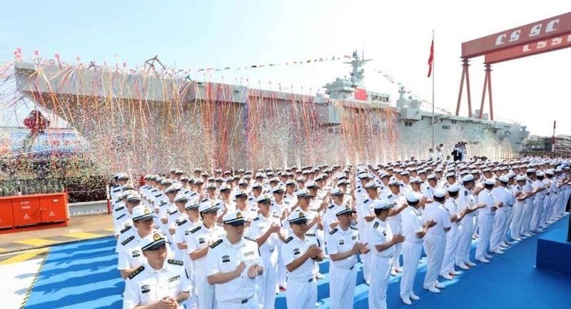 Trung Quốc ra mắt tàu sân bay trực thăng lớn thứ ba thế giới - ảnh 1