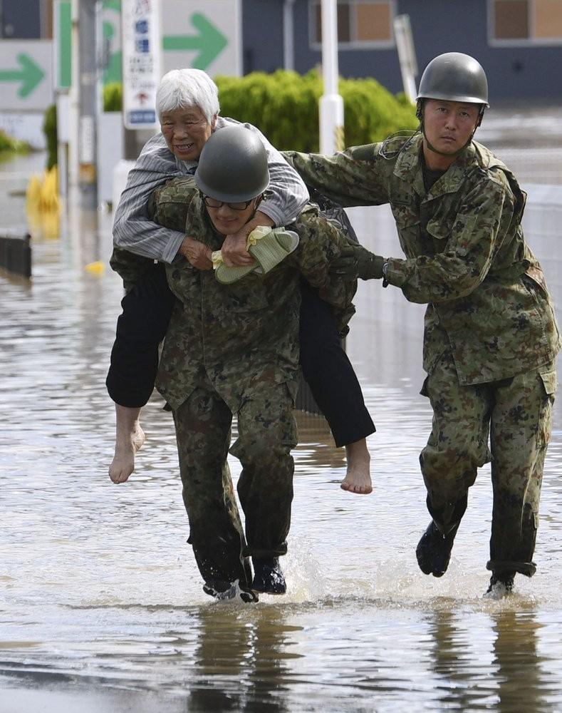 Người Nhật kiên cường khắc phục thảm họa siêu bão Hagibis - ảnh 7