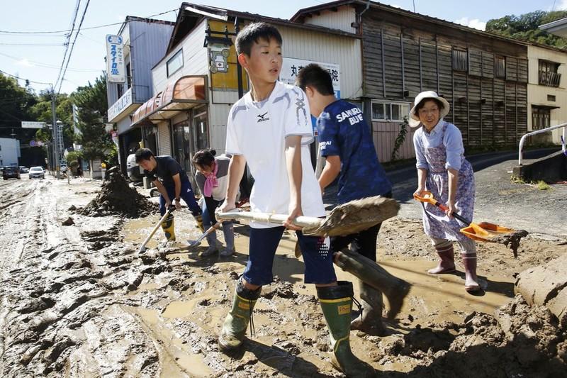 Người Nhật kiên cường khắc phục thảm họa siêu bão Hagibis - ảnh 9