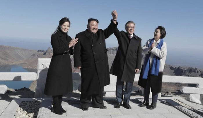 Ông Kim Jong-un cưỡi bạch mã trên núi tuyết tuyệt đẹp - ảnh 5