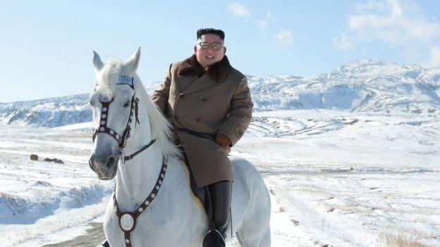 Ông Kim Jong-un cưỡi bạch mã trên núi tuyết tuyệt đẹp - ảnh 3