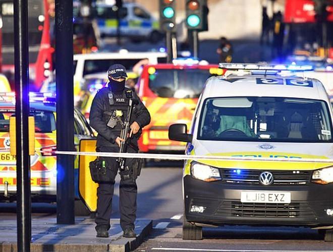 Anh gọi vụ tấn công trên cầu London là khủng bố - ảnh 2