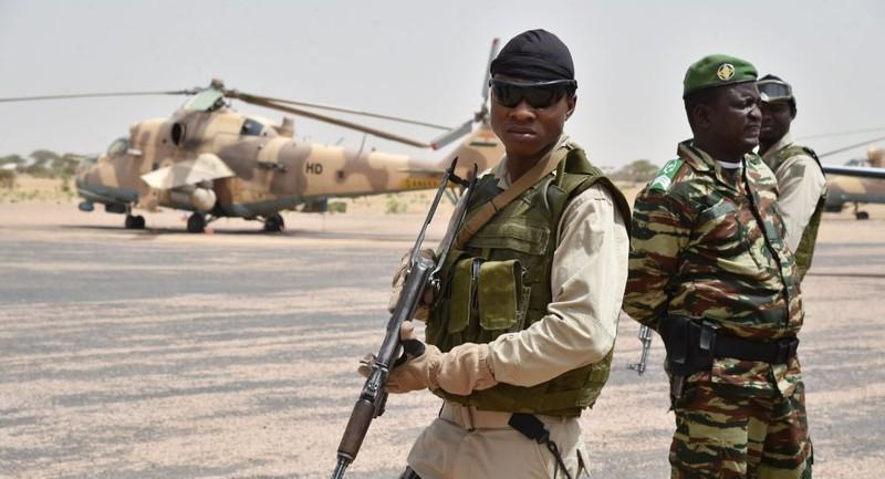 Tấn công khủng bố trại quân sự Nigeria, 70 binh sĩ thiệt mạng - ảnh 1