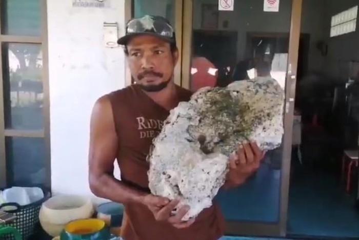 Nhặt rác trên biển, tìm thấy vật lạ trị giá hơn 15 tỉ đồng - ảnh 1