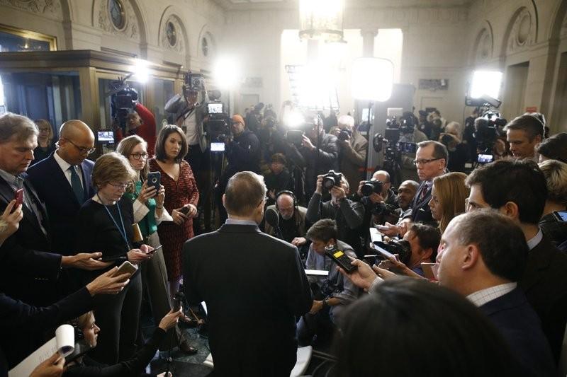 Ủy ban Hạ viện thông qua điều khoản luận tội Tổng thống Trump - ảnh 1