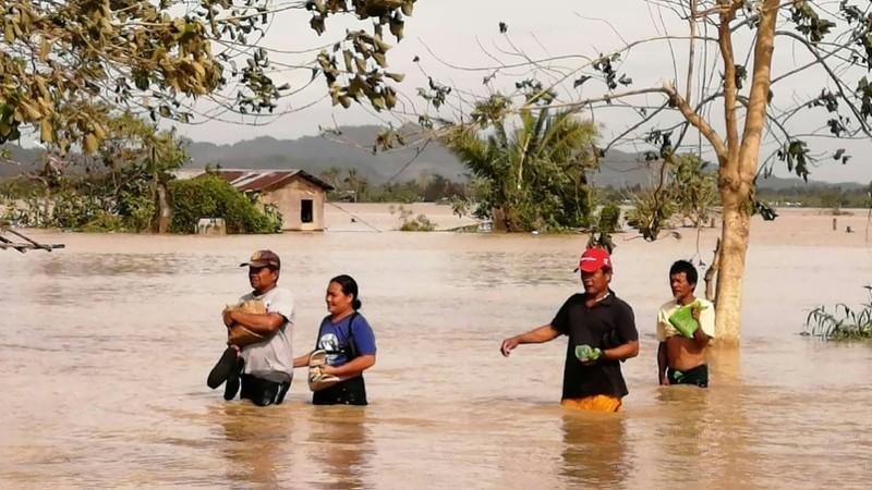 Dân Philippines đón Giáng sinh bằng cá hộp, mì gói do bão - ảnh 4