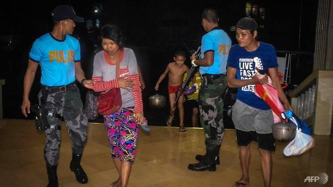 Dân Philippines đón Giáng sinh bằng cá hộp, mì gói do bão - ảnh 3