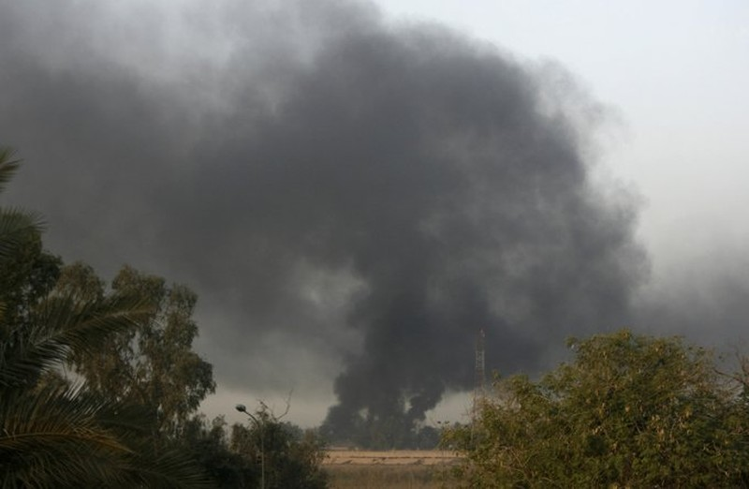 Nhiều tên lửa rơi gần sứ quán, căn cứ quân sự Mỹ - ảnh 1