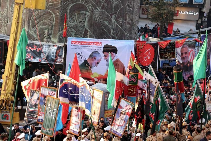 Người Iran tiếc thương Tướng Soleimani, căm phẫn nước Mỹ - ảnh 7