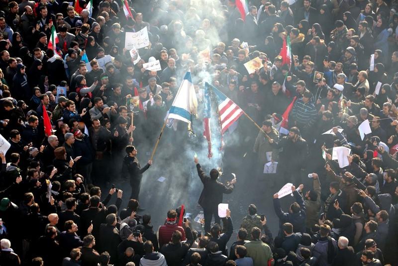 Người Iran tiếc thương Tướng Soleimani, căm phẫn nước Mỹ - ảnh 10