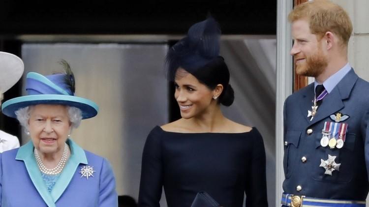 Nữ hoàng Anh đồng ý cho vợ chồng Harry rời hoàng gia - ảnh 1