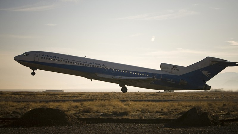 Máy bay chở 110 hành khách rơi ở Afghanistan - ảnh 1