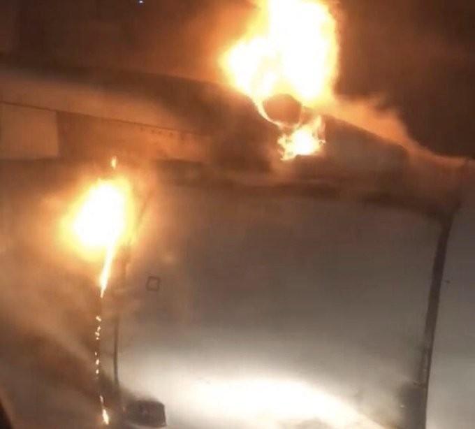 Máy bay Iran hạ cánh khẩn vì động cơ bốc cháy ngùn ngụt - ảnh 2
