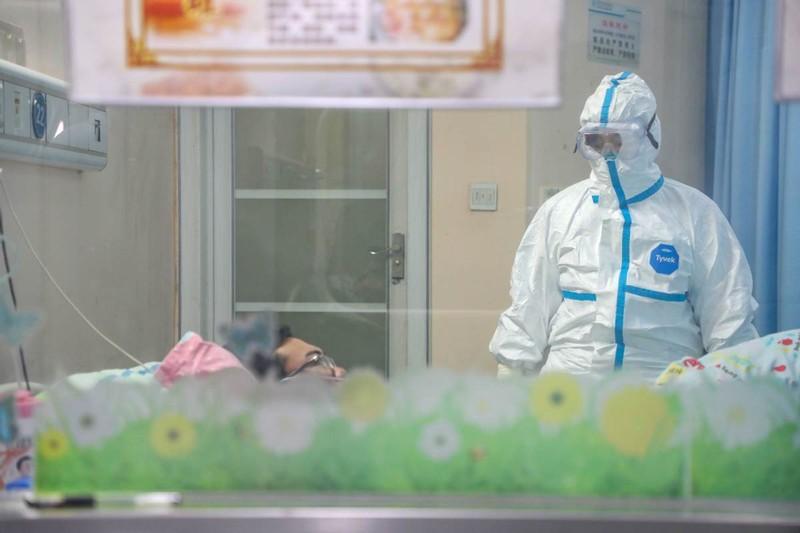 Chùm ảnh: Một ngày của một bác sĩ chống dịch ở Vũ Hán - ảnh 3